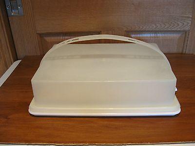 TUPPERWARE vintage rectanglar sheet cake & cupcake carrier keeper white tray