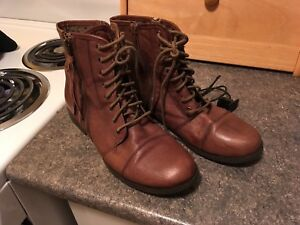Ladies boots size 8.5 &9