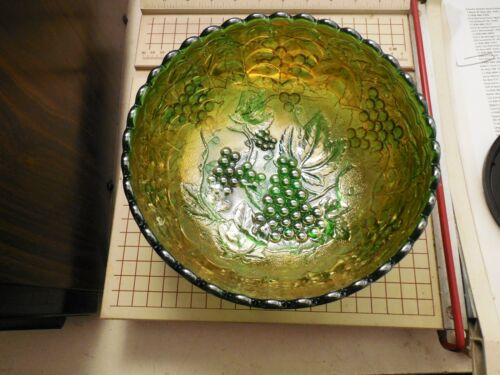 """NICE CONTEMPORARY 8 1/2"""" IMPERIAL  GRAPE  BOWL IN GREEN"""