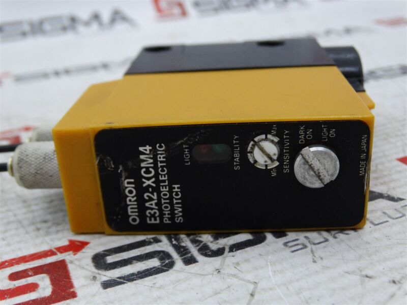 Omron E3A2-XCM4 Photoelectric Fiber Optic Amplifier Relay DPST 1 NO / 1 NC