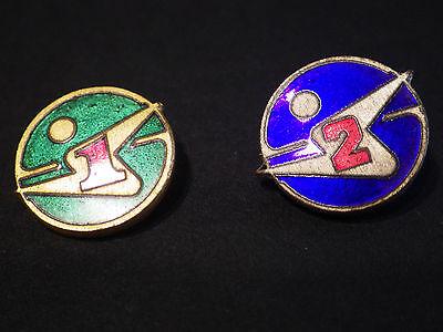 Vintage 2 Brosche Buttons aus Metall