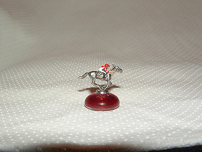 SONGBIRD HORSE RACING MINIATURE FIGURINE FOX HILL FARM STABLES ()