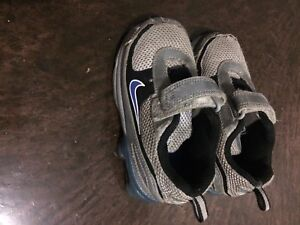 Boys Nike shoes 7.5 toddker