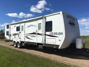 07 Colorado 31 BK Travel Trailer / Bunks