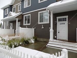 GREAT 2 STOREY TOWNHOUSE, 3 BEDS, 2.5 BATHS W/ DOUBLE GARAGE