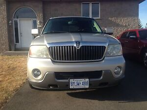 2003 Lincoln Navigator.  Clean ! Mint! Buy it now
