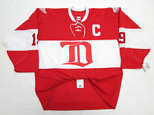 STEVE YZERMAN DETROIT RED WINGS AUTHENTIC VINTAGE CCM 6100 RED HOCKEY JERSEY