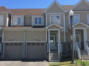 LOVELY 3 BEDROOM TOWNHOME NEAR DOWNTOWN! 800 Newmarket