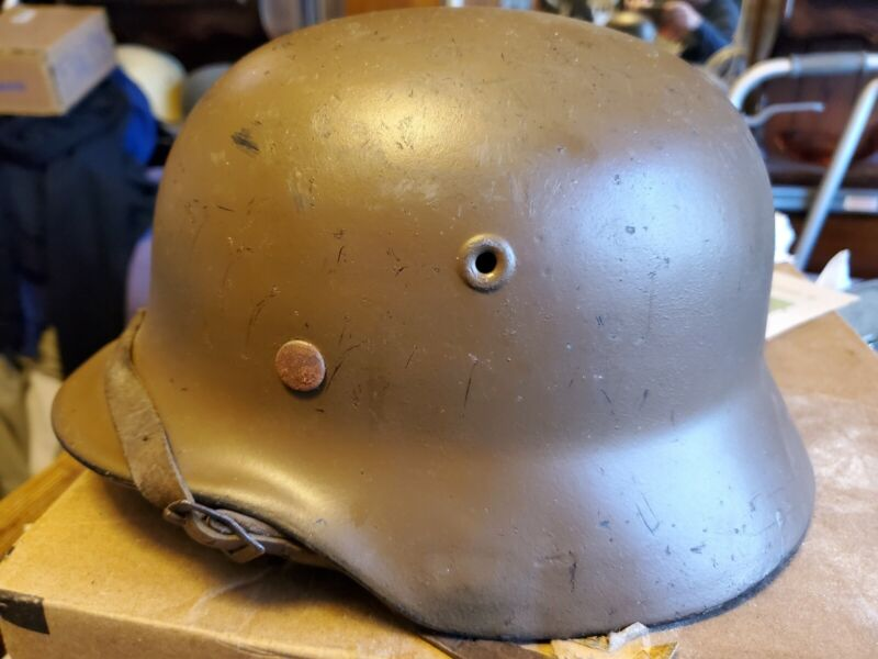 Ww2 german m40 helmet with liner and chinstrap makers mark EF62.