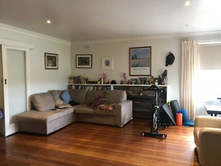 Quite, peacefull home close to Monash, Westfiled and Airport