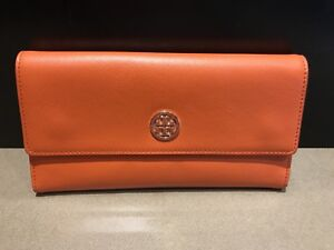 Almost new Tory Burch wallet