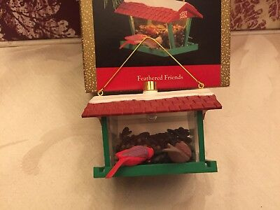 "HALLMARK KEEPSAKE ORNAMENTS ""FEATHERED FRIENDS"" BIRD FEEDER 1992 (MAGIC:LIGHT)"