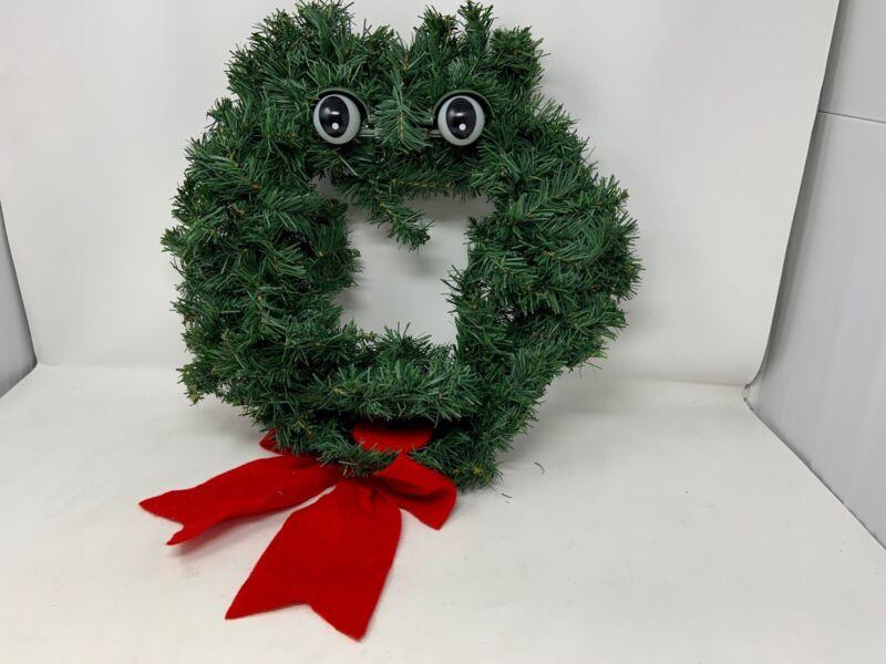 Vintage 1997  Animated Talking Christmas Wreath Novelty Gag Singing 14 inchs