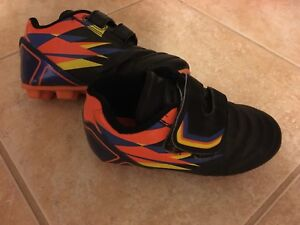 Soccer shoes - size 9 (toddler)
