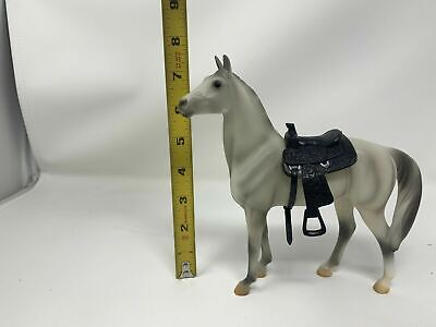BREYER REEVES: STANDING THOROUGHBRED WHITE GREY HORSE MODEL 7 X 7 With Saddle