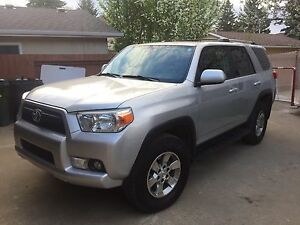 2010 Toyota 4Runner SR5, Excellent condition, Heated leather