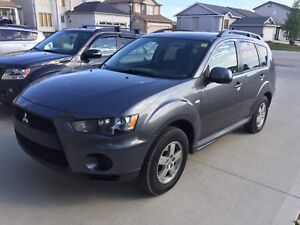 2011 Mitsubishi OUTLANDER AWD clean title NEW SAFETY