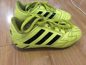 Chaussures de soccer shoes Adidas
