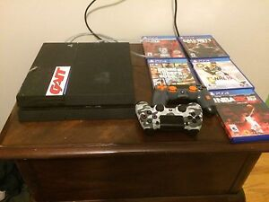 PS4, 2 controllers and games