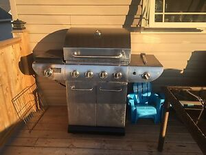 Gas grill like new