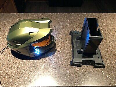 Master Chief Helmet (Halo 3 Master Chief Legendary Edition Collectors Helmet and Stand w Custom)