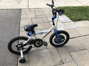"""Children's 16"""" Star Wars bicycle with training wheels"""