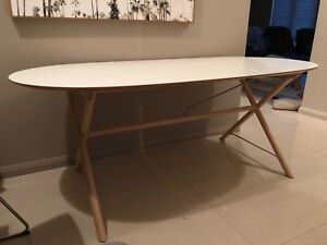 Oval table excellent condition