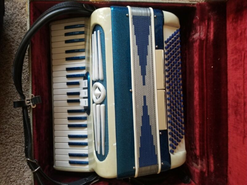 Lindo Imperial Suprema Made in Italy C30 Accordion Concertina w/ Case