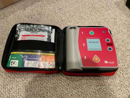 Laerdal AED Trainer 2 Training Device w/ Pads Case & Battery Cartridge! 94005001
