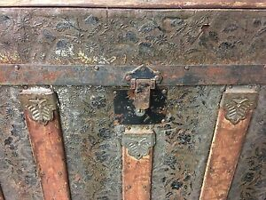Antique wood and tin trunk Kitchener / Waterloo Kitchener Area image 2
