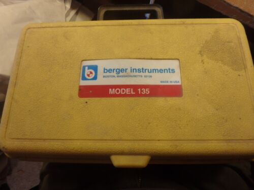 DDDD- BERGER 135 level with base and case