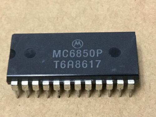 (1 PC)  MOTOROLA  MC6850P  Asynchronous Communications Interface Adapter 24-Pin