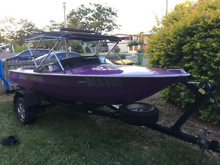 4.6m Lewis Ski/Wakeboard boat with 327 Chev