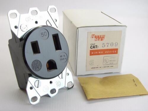 NEW Arrow Hart 5709 Welder Outlet 2-Pole 3-Wire 250 VAC 50-AMP Flush Receptacle
