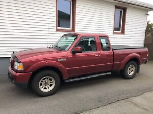 2010 Ford Ranger 5 speed w/ LOW kms!!
