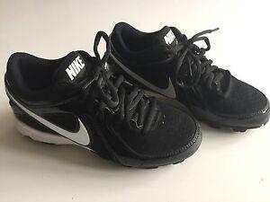 Souliers de baseball Nike pour enfants grandeur 1