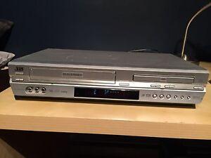 JVC - DVD Recorder VHS Hi-Fi Stereo