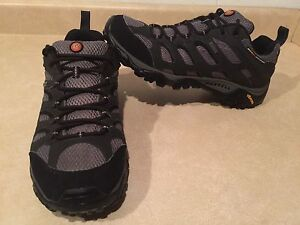 Men's Merrell Gore-TEX Hiking Shoes Size 10.5
