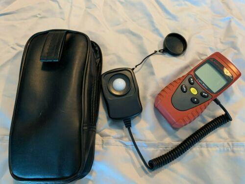 Amprobe LM -100 Digital Light Meter With Sensor Cap & Carry Case