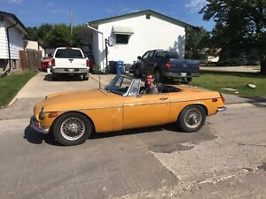 1970 MGB with spoked rims