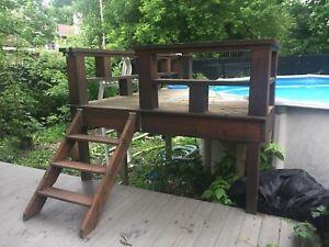 Deck pour piscine hors-terre avec échelle