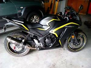 2015 Honda CBR300R with Heaps of Aftermarket parts. Cedar Grove Logan Area Preview