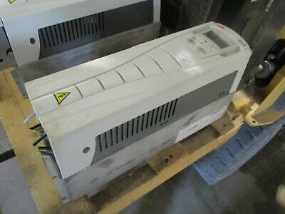 ABB ACH550 AC Drive ACH550-UH-015A-4 10HP 480V 3Ph 15.4A w/ Keypad Used