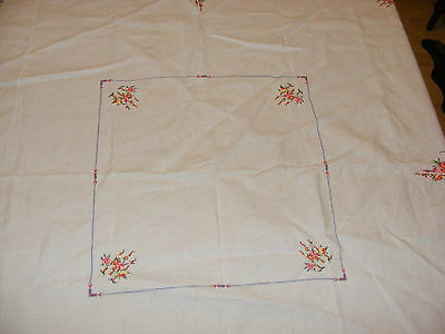 VINTAGE IVORY LINEN HAND EMBROIDERED TABLECLOTH CROSS STITCH ROSES 128CM X 128CM