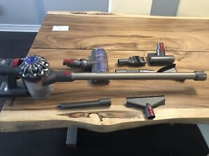 Dyson v8 Animal - like new condition