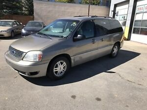 Clean title !! Saftied 2004 Ford windstar 7 seats