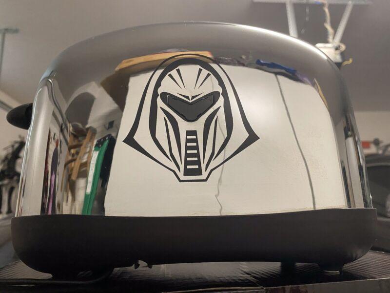 Battlestar Galactica LED Chrome Cylon Toaster - *Mint, New In Box