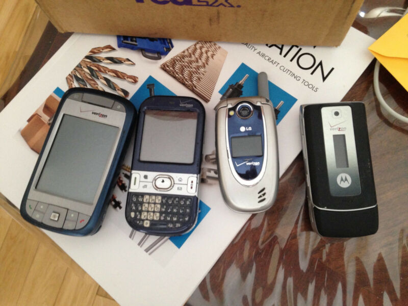 Cell phone lot LG, Motorola, Palm and other