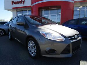 2014 Ford Focus SE w/Heated Seats, A/C, Bluetooth