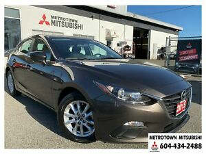 2015 Mazda Mazda3 Sport GS; Local & No accidents! LOW KMS!